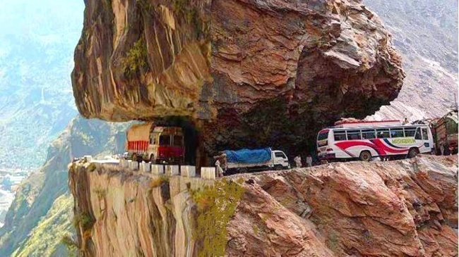 12 Breathtaking Scenic Roads That Will Make You Gasp in Amazement